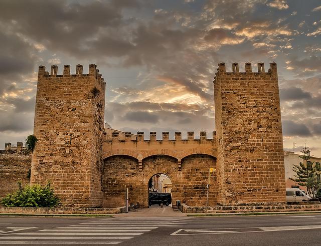 alcudia-city-walls